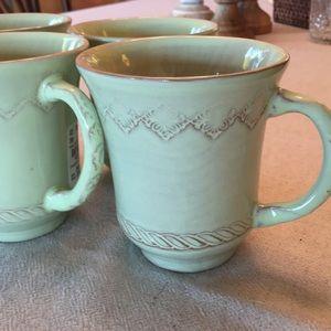 Coffee cups/tea cups